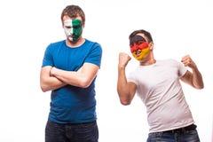 Северная Ирландия против Германии Футбольные болельщики национальных команд демонстрируют эмоции: Северная Ирландия теряет, выигр Стоковые Изображения RF