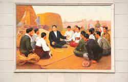 СЕВЕРНАЯ КОРЕЯ, NAMPHO - 21-ОЕ СЕНТЯБРЯ 2017: мозаика с Ким Il Солнцем Стоковые Фото