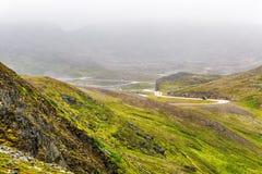 Северная накидка Nordkapp, на северном побережье острова Mageroya в Finnmark, северная Норвегия на тяжелый туманный день Стоковые Фотографии RF