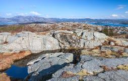 Северная Норвегия в весеннем времени, утесы Стоковое Изображение