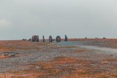 Северная Норвегия Nordkapp, мир на скульптурах земли при северные олени идя вокруг Стоковые Изображения