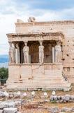 Северное крылечко, висок Erechtheion или Erechtheum на холме акрополя Удостаивать Афины & Poseidon, это известное, древнегречески стоковые изображения