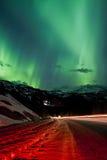 Северное сияние в горах зимы Стоковые Изображения