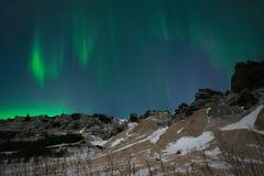Северное сияние или северное сияние над горами, Исландия Стоковые Фото