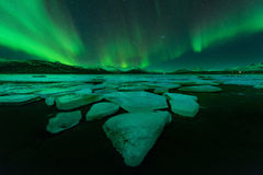 Северное сияние (северное сияние) в Исландии стоковые фото