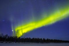 Северное сияние (северное сияние) над snowscape Стоковые Изображения RF