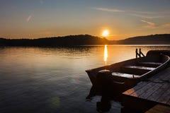 Северный ландшафт захода солнца озера Стоковое Изображение