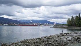 Северный Ванкувер - взгляд от парка Стэнли - ВАНКУВЕР - КАНАДА - 12-ое апреля 2017 Стоковые Фотографии RF