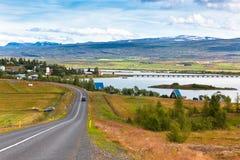 Северный исландский ландшафт: Взгляд деревни Fellabaer Стоковое фото RF