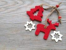 Северный олень, рождественская елка и звезды Стоковая Фотография