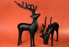 северный олень 2 figurines предпосылки красный Стоковое Изображение