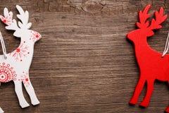 Северный олень рождества 2 на деревянной предпосылке Стоковое фото RF