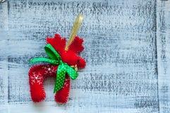 Северный олень рождества Санта Клауса - красная игрушка с Стоковая Фотография RF