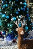 Северный олень рождества, стиль украшения с подарками рождественской елки и рождества Стоковые Изображения RF