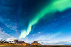 Северный свет в Kirkjufell Исландии Стоковые Изображения