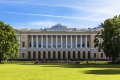 Северный фасад дворца Michaels, строить музея положения русского в Санкт-Петербурге Стоковые Фотографии RF