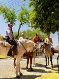 Севилья Испания 16-ое апреля 2013/наездники в традиционной одежде стоковая фотография rf