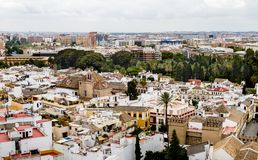 СЕВИЛЬЯ, Испания - 21-ое июня 2014: Воздушный вид на город Севильи от башни Giralda в Андалусии стоковое фото