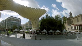 СЕВИЛЬЯ, ИСПАНИЯ - ОКТЯБРЬ 2014: Лоток Timelapse снятое в парасоле Metropol акции видеоматериалы
