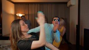 Сегодня законцовка пятницы Танцы пар на партии вечера акции видеоматериалы