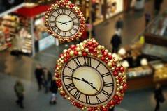 Сезонно украшаемый проход торгового центра стоковая фотография