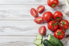 Сезонные овощи, томаты вишни на ветви, огурец, gar Стоковые Изображения