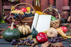 Сезонные плодоовощ и тыквы стоковое фото rf