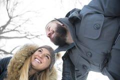 Сезон зимы 2 друзей Стоковая Фотография