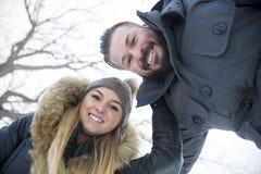 Сезон зимы 2 друзей Стоковая Фотография RF