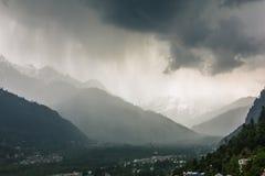 Сезон муссона в долине Kullu стоковое изображение rf