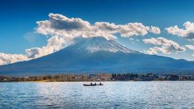 Сезон осени и гора Фудзи на озере Kawaguchiko, Японии стоковые изображения rf