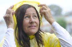 Сезон погоды счастливой женщины ненастный Стоковые Фото