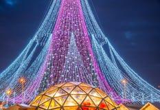 Сезон рождества, дерево с загоренными светами стоковая фотография