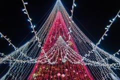 Сезон рождества, дерево с загоренными светами стоковые изображения rf