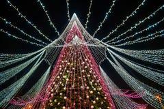 Сезон рождества, дерево с загоренными светами стоковые фото