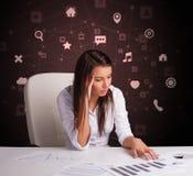Секретарша работает с концепцией multitask стоковые фотографии rf