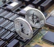 Секретное litecoin и bitcoin на монтажной плате Стоковое Изображение