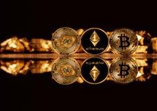 Секретный-валюта на предпосылке золота в слитках Стоковые Изображения RF