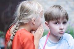 Секретный переговор ` s детей стоковое изображение