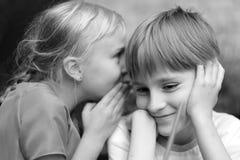 Секретный переговор ` s детей стоковые изображения