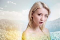 Секреты природы шикарной девушки исследуя Стоковое Изображение RF