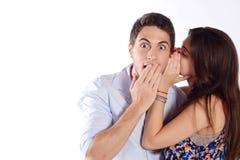 Секрет женщины шепча к ее парню Стоковое фото RF