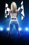 Сексуальная белокурая женщина начинает участвовать в гонке стоковое изображение rf