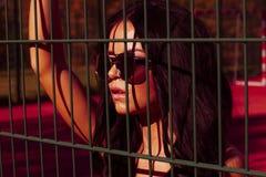 Сексуальная девушка на баскетбольной площадке Стоковые Фото