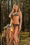 Сексуальная женщина в пуще Стоковые Фото