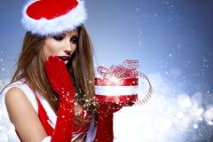 Сексуальная женщина нося costume Santa Claus Стоковое Фото