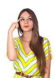 Сексуальная молодая женщина думая с перстом на головке стоковая фотография rf
