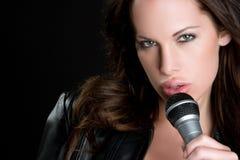 сексуальная певица стоковые фотографии rf
