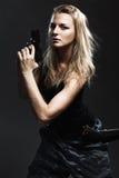 Сексуальная пушка удерживания женщины стоковое фото