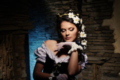 Сексуальная девушка с стоцветом в волосах Стоковая Фотография